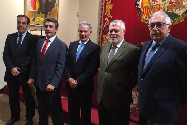 Ruiz Miguel, Victorino Martín y Miguel BIII Lección Magistral 'El futuro de la fiesta a debate'.